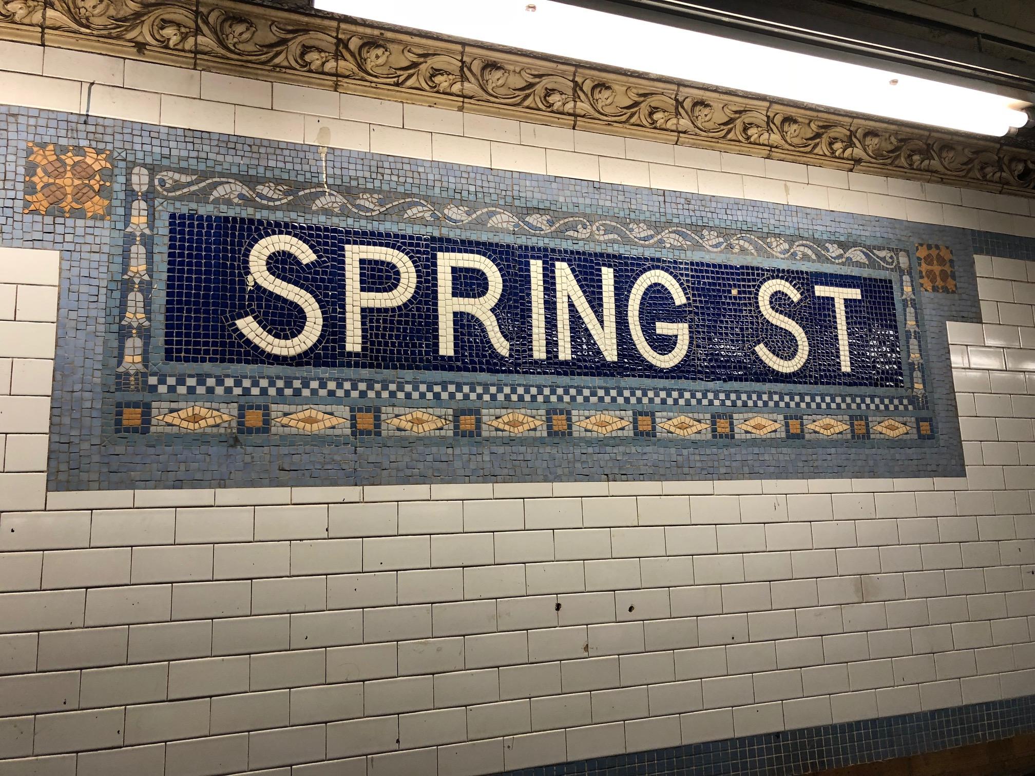 スプリングストリート駅