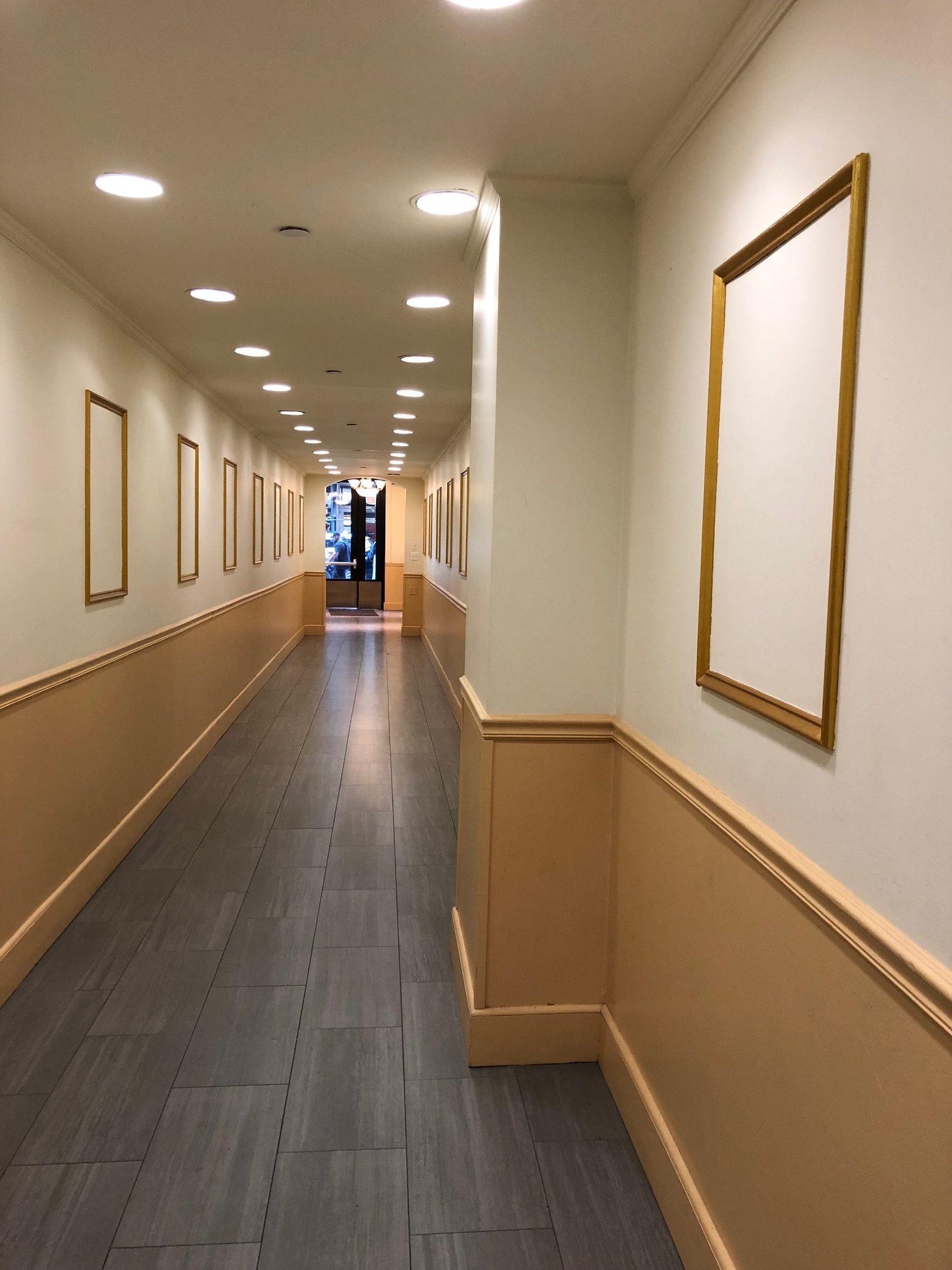 ギャラリーマックス一階玄関